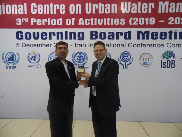 Foto 2: ICWRGC-Direktor Harald Köthe gratulierte dem Direktor des RCUWM, Ali Chavosian, zu einem sehr gut organisierten und erfolgreichen Start der 3. Phase von RCUWM
